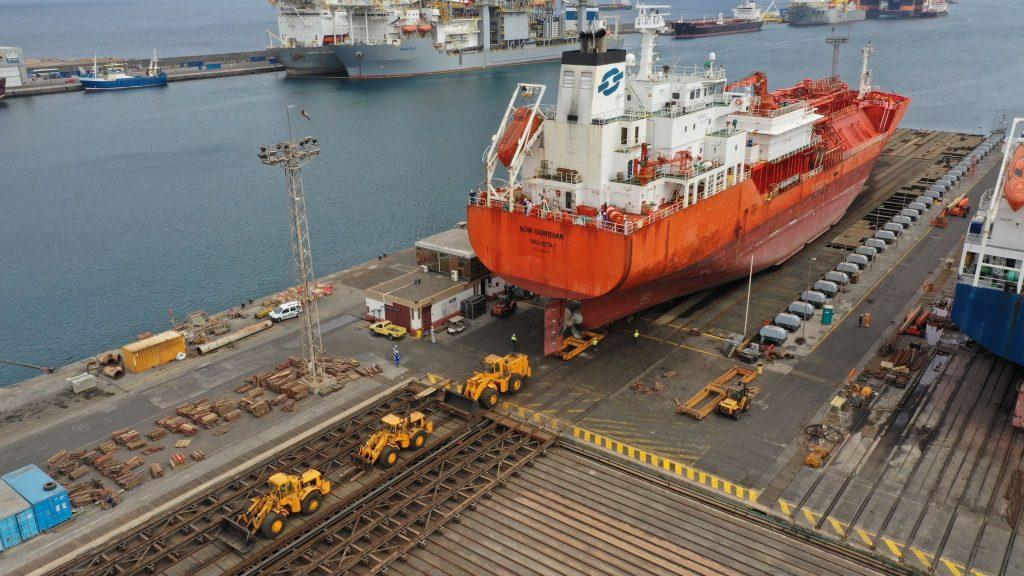 shipyard-astilleros-puerto-las-palmas-gran-canaria-drydock-pulled by bulldozers