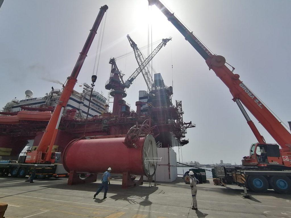shipyard-astilleros-puerto-las-palmas-gran-canaria-drydock-Floatel Victory